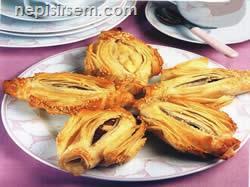 Pastırmalı Karnıyarık Böreği (6-8 Kişilik) tarif tarifi