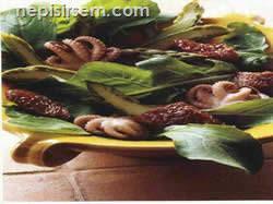 Ahtapot Kuşkonmaz ve Domates Salatası  tarifi
