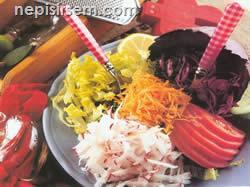 Mevsim Salatası (2) (4 kişilik) tarifi